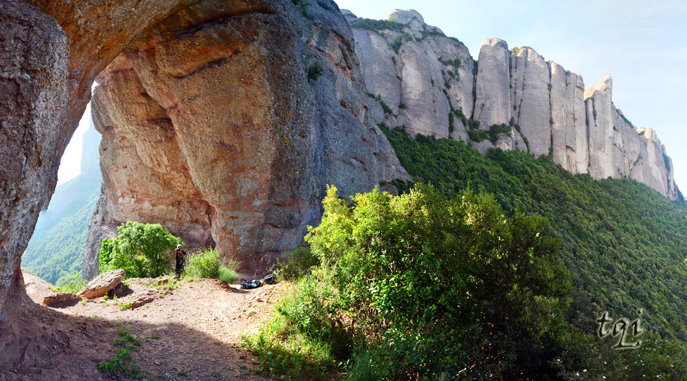 panoramica-montserrat-roca-foradada